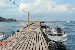 Seascape med pir Arkivfoton