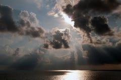 Seascape med Ray av ljus Royaltyfri Fotografi