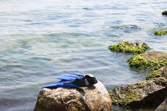Seascape med tafsar för övergett att simma Royaltyfria Bilder