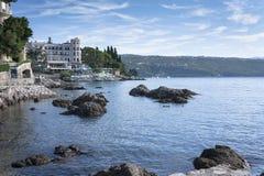 Seascape mediterrâneo de Opatija da cidade Foto de Stock