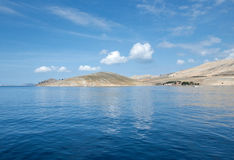 Seascape minimalista sereno Ilhas de Kornati na Croácia Fotos de Stock Royalty Free