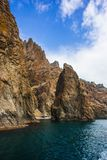 Seascape nära Koktebel med berget Karadag i Krim Fotografering för Bildbyråer