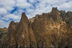 Seascape nära Koktebel med berget Karadag i Krim Arkivbilder