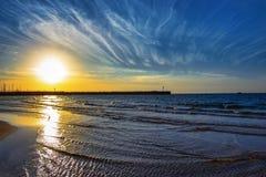 Seascape nära marina i Israel, Ashdod Royaltyfri Foto