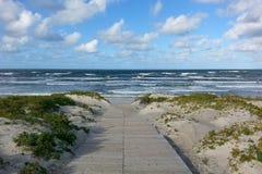 Seascape na Bałtyckiej brzegowej natury prezerwie z długim piaskowatym se zdjęcia stock