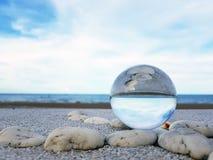 Seascape na esfera de vidro Imagens de Stock Royalty Free