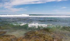 Seascape na praia azul dos furos Imagem de Stock Royalty Free