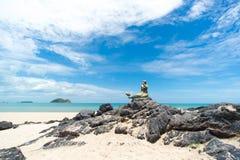 Seascape niebo i plaża która syrenki statuę Zdjęcie Stock