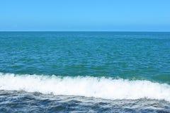 Seascape no céu do fundo Foto de Stock Royalty Free