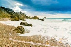 Seascape no inverno no Mar Negro, baía de Laspi, Crimeia, Rússia imagem de stock