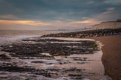 Seascape no sul de Inglaterra, praia de Rottingdean Imagens de Stock Royalty Free