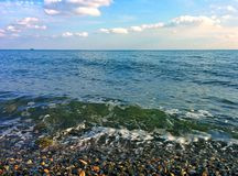Seascape och Pebble Beach Royaltyfri Fotografi