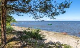Seascape på den sandiga stranden av Östersjön, Lettland royaltyfri foto