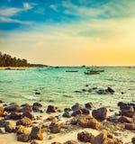 Seascape på solnedgångtid Härligt landskap av den indiska oceaen Royaltyfria Bilder