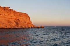 Seascape på solnedgången på Röda havet Arkivbilder
