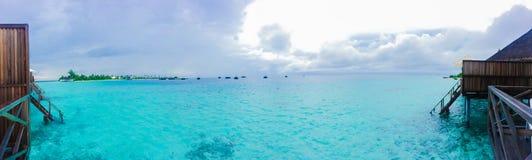 Seascape, paisagem cênico Mar e ilha do cenário Aventuras e conceito do curso Conce largo do fundo do panorama do turismo do curs fotografia de stock royalty free