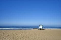 Seascape pokojowy ocean, piasek i fala; ratownik stacja 7 Zdjęcie Royalty Free