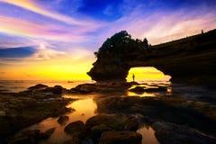 Seascape przy Tanah udziału zmierzchem w Bali i świątynią, Indonezja Zdjęcie Royalty Free