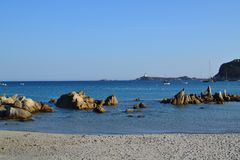 Seascape, rochas e praia imagens de stock royalty free