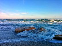 Seascape with rocks and splashes on sea shore Stock Photography