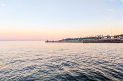 Seascape under solnedgången i Odesaen av Ukraina royaltyfri fotografi