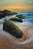 Seascape wschodu słońca spływania fala Fotografia Stock
