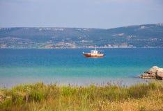Seascape z fishernan łodzią Zdjęcie Royalty Free