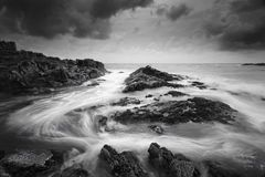Seascape z markotnym pogody i wirować oceanem płynie Zdjęcie Royalty Free