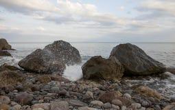Seascape z skalistym brzeg Obraz Stock