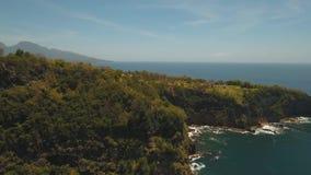 Seascapeklippor, hav och vågor på Bali, Indonesien arkivfilmer