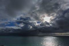 Seascapes с изумительными облаками стоковые фото