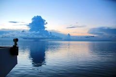 seascapes Vari generi di cielo blu variopinto, di sole, di nuvole e di spazi aperti dell'oceano del mondo immagini stock libere da diritti