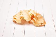 Seashell на белом деревянном столе предпосылки Стоковая Фотография