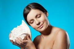 Seashell de fixation de femme photos stock