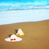 Seashell and hat Royalty Free Stock Photos