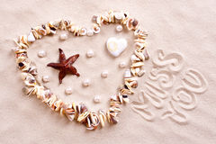 Seashells en sable Photographie stock libre de droits