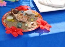 Seashells im Sand Stockfoto