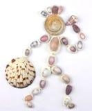 Seashells na forma do ser humano com garrafa e saco Fotografia de Stock Royalty Free