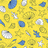 Seashells on the sand. Vector seamless pattern Royalty Free Stock Photography