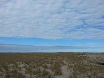 Seashore и небо Стоковая Фотография