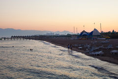 Seashore на предпосылке захода солнца Стоковое Фото