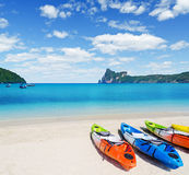 Colourful kayaks on tropical beach Royalty Free Stock Photography