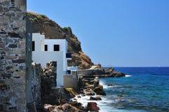 Seashore em uma vila grega Fotografia de Stock Royalty Free