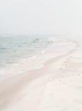 Seashore nevoento macio fotografia de stock