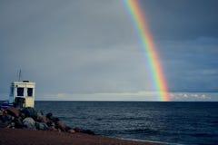 Seashore post i tęcza Zdjęcia Royalty Free