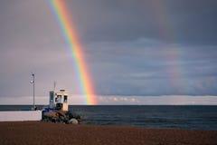 Seashore post i tęcza lubimy Zdjęcie Royalty Free