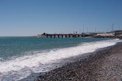 Seashore z niebieskim niebem obraz stock