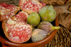 Seasonal figs and pomegranates Royalty Free Stock Photography