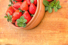 Seasonal fruit - organic strawberries Royalty Free Stock Photography