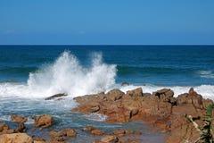 Seaspray som skjuter upp in i luften på Ramsgate, Kwazulu Natal Fotografering för Bildbyråer